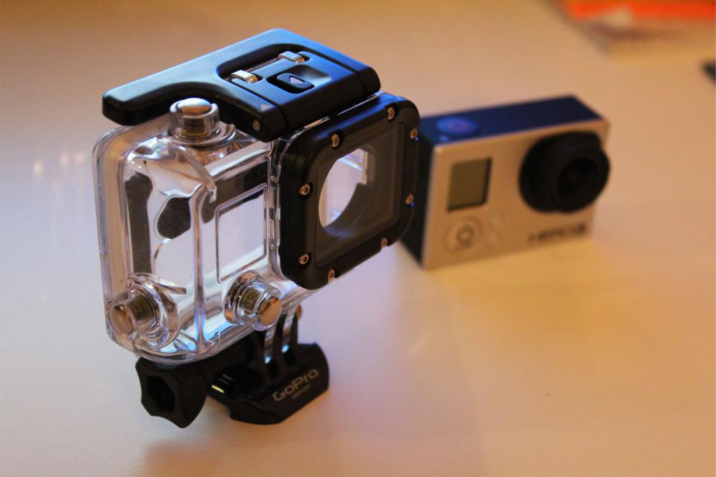 Suojakotelo ja kamera