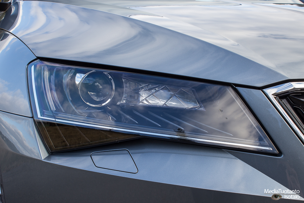 Skoda Superb lights